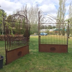 French Style Curly Gates